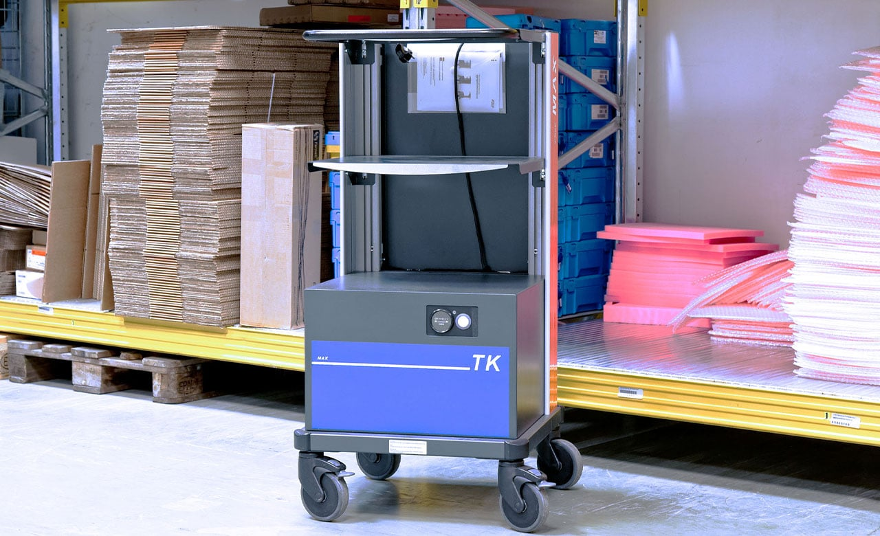 Mobile workplaces in warehouse and for logistics