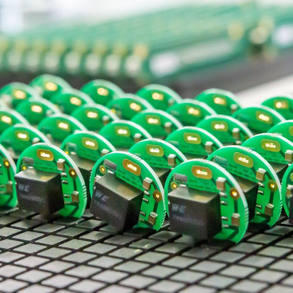 Systémová technologie kvalitní montáž desek plošných spojů
