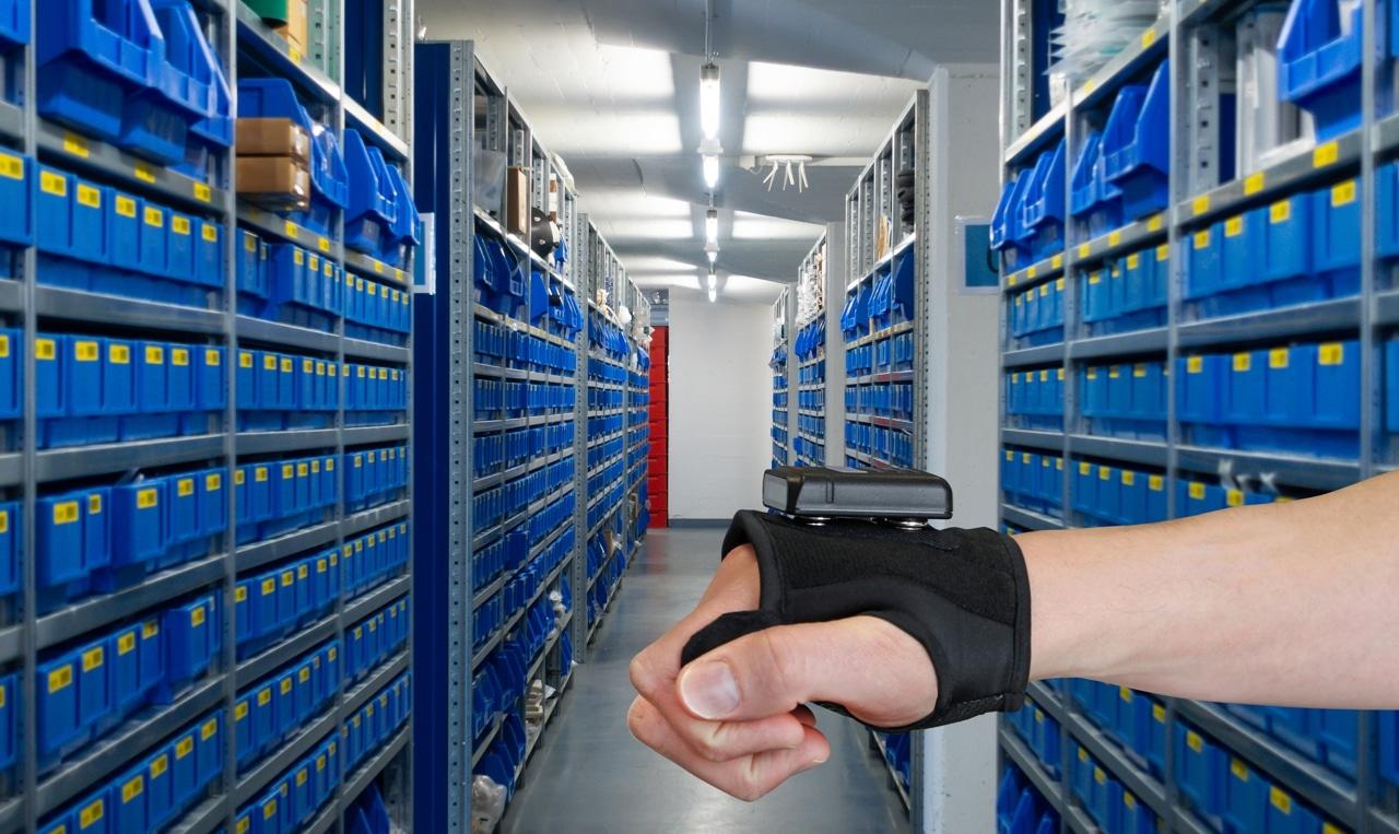 Lecteur code-barres main libre avec mitaine logistique